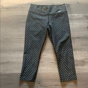 Nike Dri-fit Capri crop geometric leggings